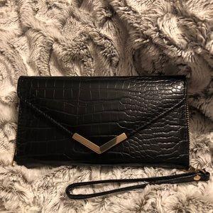 Under One Sky black wristlet wallet